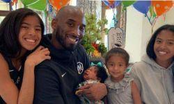 瓦妮莎父亲节晒科比和孩子们合照:我们永远爱你