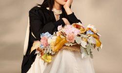 杨紫田园封面大片释出,鲜花草帽造型优雅文艺