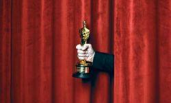 因为新冠疫情,奥斯卡颁奖典礼推迟到了明年4月25日举行