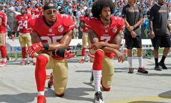 单膝下跪的美国橄榄球手要被拍成美剧