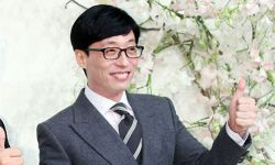 刘在石向500名低收入女性青少年捐赠卫生巾套装
