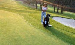 荷兰弟和新女友打高尔夫,同时晒对方照片