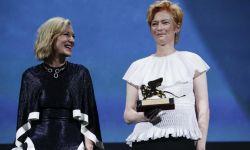 演员蒂尔达·斯文顿在威尼斯国际电影节获得终身成就奖