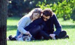 罗南和劳登携爱犬出街,神仙情侣这样约会