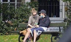 罗伯特·帕丁森感染新冠后首现身,与女友街头热吻