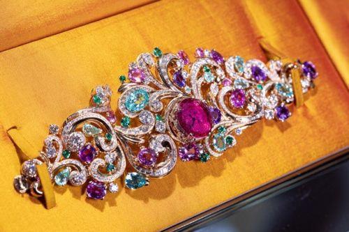 宝格丽Barocko高级珠宝系列Lady Arabesque蔓藤女神腕表