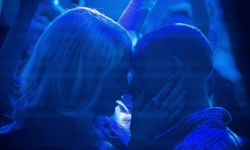 电影《一年生活》登陆亚马逊流媒体  贾登·史密斯和卡拉·迪瓦伊主演