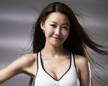 2020亚洲小姐亚军尹柔懿颁奖台绽放光芒