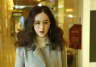 刘竞魅力现身某购物中心 气质纯粹清新自然