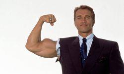 73岁阿诺·施瓦辛格接种新冠疫苗
