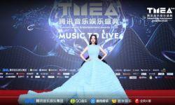 张靓颖绝美露背蓝色长裙现身第二届TMEA盛典红毯引尖叫
