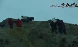 电影《圣山村谜局》定档4月1日上映  扎西才加执导兼编剧