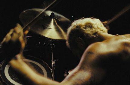 《金属之声》描写一个架子鼓手突然失去听觉