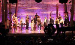 百老汇现象级音乐剧《来自远方》电影版将上线Apple TV+