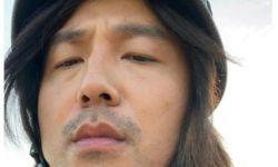 雷佳音晒长发造型庆生,胡子拉碴显邋遢,还遭网友调侃似50岁