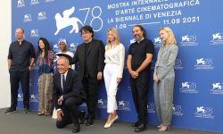 第78届威尼斯电影节开幕,主竞赛评审团成员集体亮相