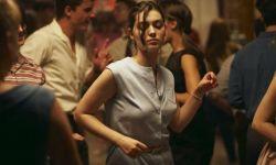 法国堕胎题材电影《正发生》因尺度过大导致影评人晕倒