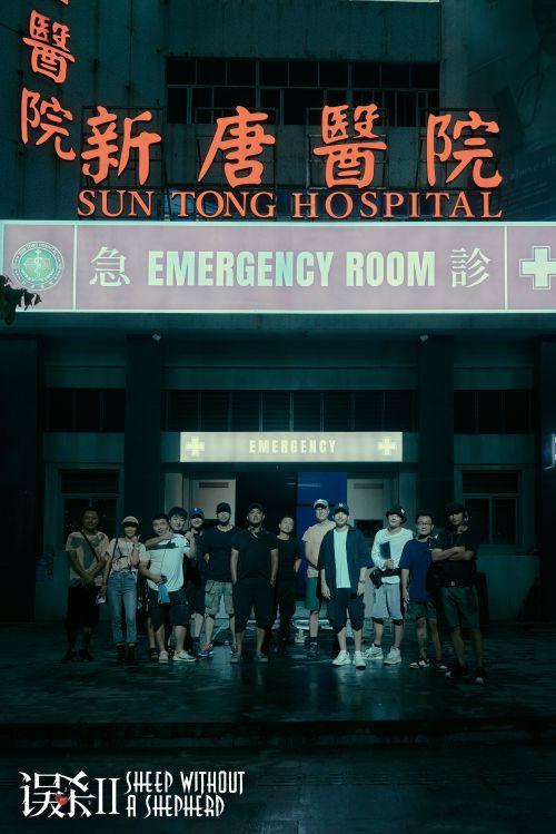 導演與工作人員在拍攝地合影 首次曝光重要拍攝場景