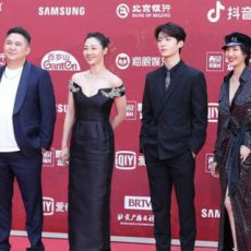电影《门锁》主演白百何范丞丞等亮相北京国际电影节开幕式红毯