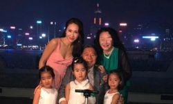49岁黎姿带女儿坐地铁,身材消瘦青筋凸起明显,气质温婉似少女