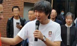影帝王大治开新店,44岁已满头白发显操劳,圈内好友仅孙浩捧场?