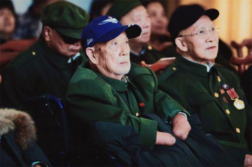 电影《长津湖》为抗美援朝老兵特别放映